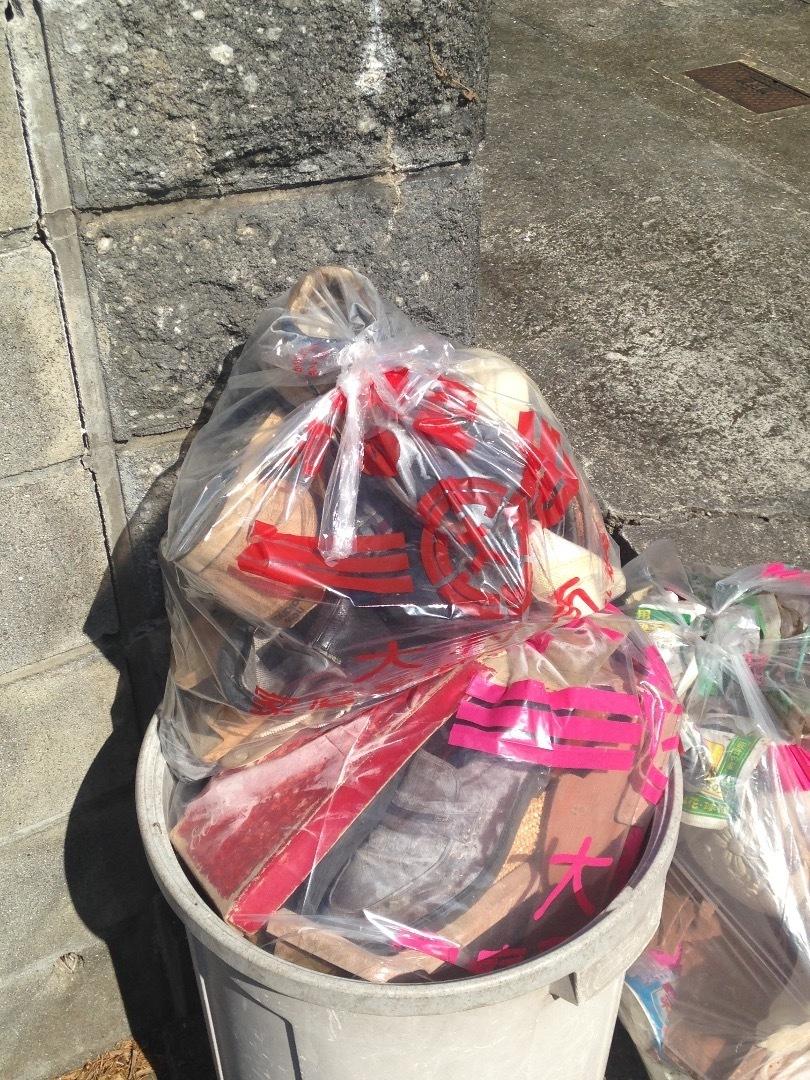 廃棄靴ゴミ袋2個分